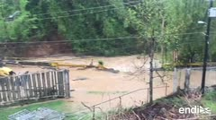 Puente inundado impide el paso a un colegio en san Juan