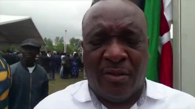 Miles de zimbabuenses exigen renuncia de Mugabe