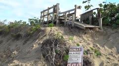 A restaurar la playa Middles en Isabela