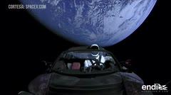 """Mira cómo el Tesla y """"Starman"""" se están adentrando en el espacio"""