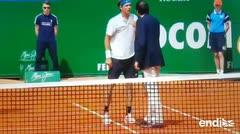 A gritos, un tenista encolerizado confronta a un árbitro