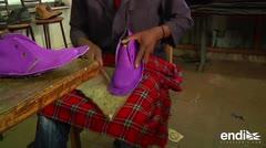 Ingeniosos de Kenia crean zapatos con... ¡gomas de carro!
