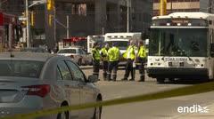 Diez muertos por embestida de guagua a peatones en Toronto