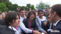 """El presidente de Francia regaña a un adolescente que lo llamó """"Manu"""""""