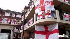 Un fan de Inglaterra contagia a sus vecinos con la fiebre mundialista