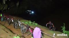 Doce niños y un entrenador de fútbol desparecen en una cueva de Tailandia