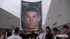Cientos de fanáticos reciben a Cristiano Ronaldo en Turín