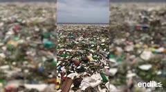 Impresionante avalancha de basura en las costas de Santo Domingo