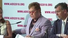 """Elton John critica a Rusia y Europa por """"discriminar a los gays"""""""