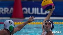 Equipos de polo acuático celebran sus medallas de plata y bronce