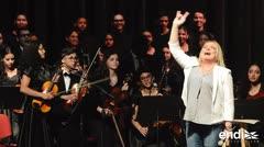 Ednita Nazario ofrece palabras de apoyo a estudiantes de la Escuela Libre de Música