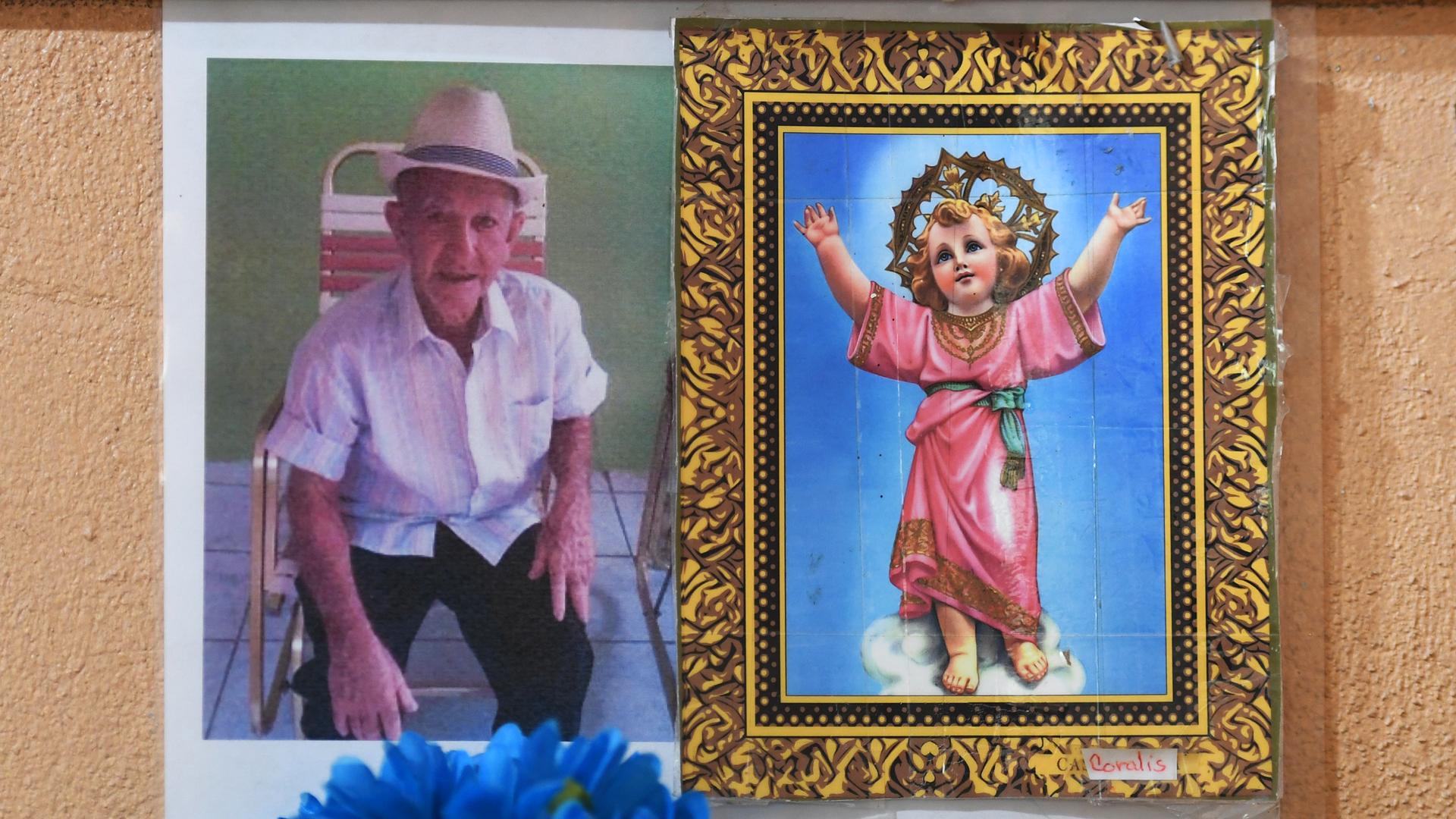 El dolor de cargar a un ser querido que murió durante el huracán María