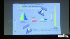 Ganador del Nobel de Física celebra premio por láser óptico