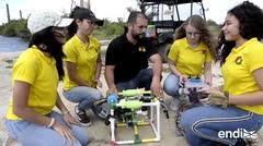 Estudiantes exploran la costa en la búsqueda de piezas arqueológicas