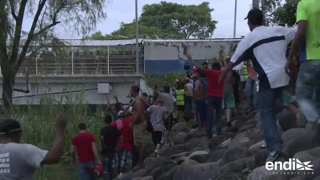 Cientos de hondureños celebran tras cruzar a México ilegalmente