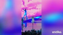 Paula Abdul sufre una estrepitosa caída en pleno concierto