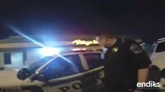 Una mujer se quita las esposas, roba una patrulla y se va a la fuga en Oklahoma
