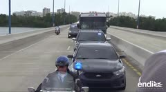 Una guagua lleva a Alex Cora y a los Medias Rojas a Caguas
