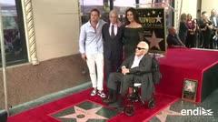 Michael Douglas devela su estrella en Paseo de la Fama de Hollywood