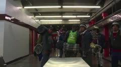 Miles de inmigrantes dejan capital de México y siguen hacia Estados Unidos