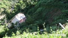 17 familias desesperadas temen caer por los riscos de un barrio de Corozal