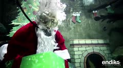 Este Santa Claus no anda por los cielos, sino por el agua