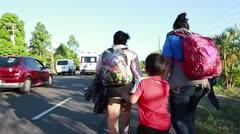 Migrantes hondureños ingresan a México con Estados Unidos en la mira