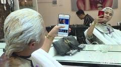 De moda las cabelleras de Trump y Kim en Vietnam