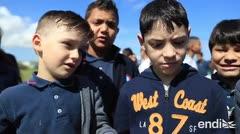 Los niños explican lo que hicieron durante el simulacro de tsunami