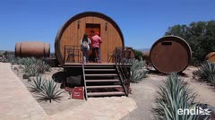 Un hotel invita a dormir en barricas de tequila en México
