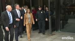 Lori Loughlin y Felicity Huffman frente al juzgado por supuesto fraude universitario