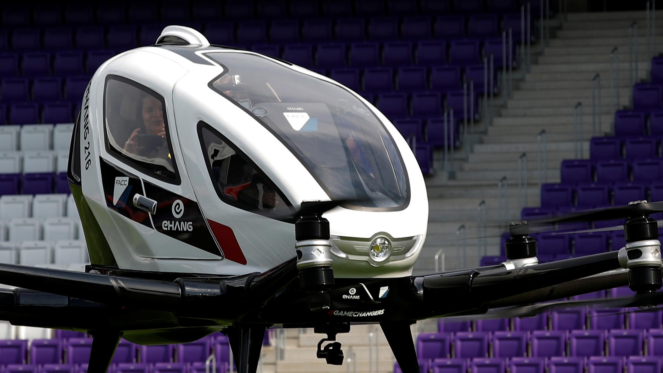 """Un increíble """"taxi dron"""" alza vuelo por primera vez"""