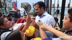 Ricardo Rosselló comparte un tierno momento con niños en La Fortaleza