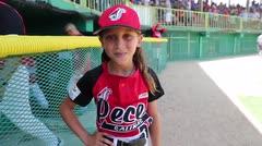 """Esta es la única niña """"bat girl"""" en el Béisbol Doble A"""