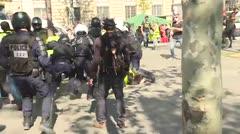 """Tensión en París por protestas de """"chalecos amarillos"""""""