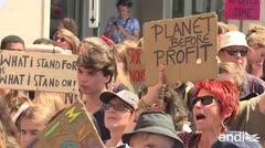 Jóvenes salen en protesta por el calentamiento global en Europa