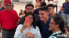 Matthew Lugo celebra junto a familiares y amigos su selección por los Red Sox