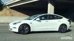 Graban a un conductor de Tesla en un sueño profundo