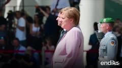 Tiembla Ángela Merkel durante un evento oficial