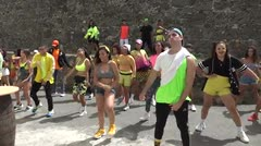 Bailarines se unen en La Perla para hacer el 3G Challenge de Wisin