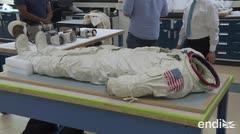 La inevitable desintegración del traje de Neil Armstrong