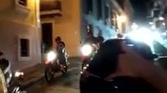 Manifestantes en motoras llegan hasta el Viejo San Juan