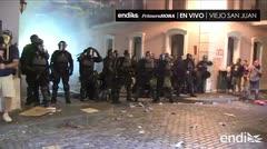 La policía lanza gases lacrimógenos contra los manifestantes