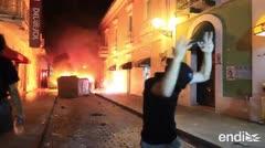 El momento en que incendian una calle del Viejo San Juan