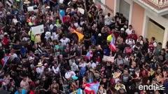 Frente a frente, los ciudadanos y policías en la calle Fortaleza