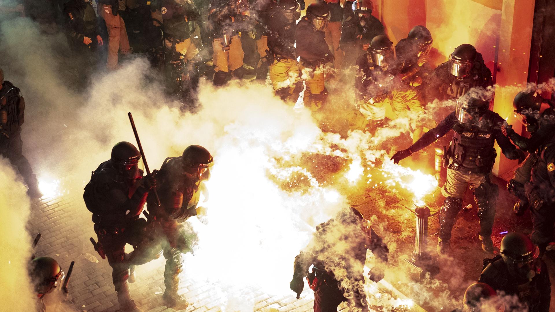 Escalofriante fuego cruzado entre la gente y policías en el Viejo San Juan