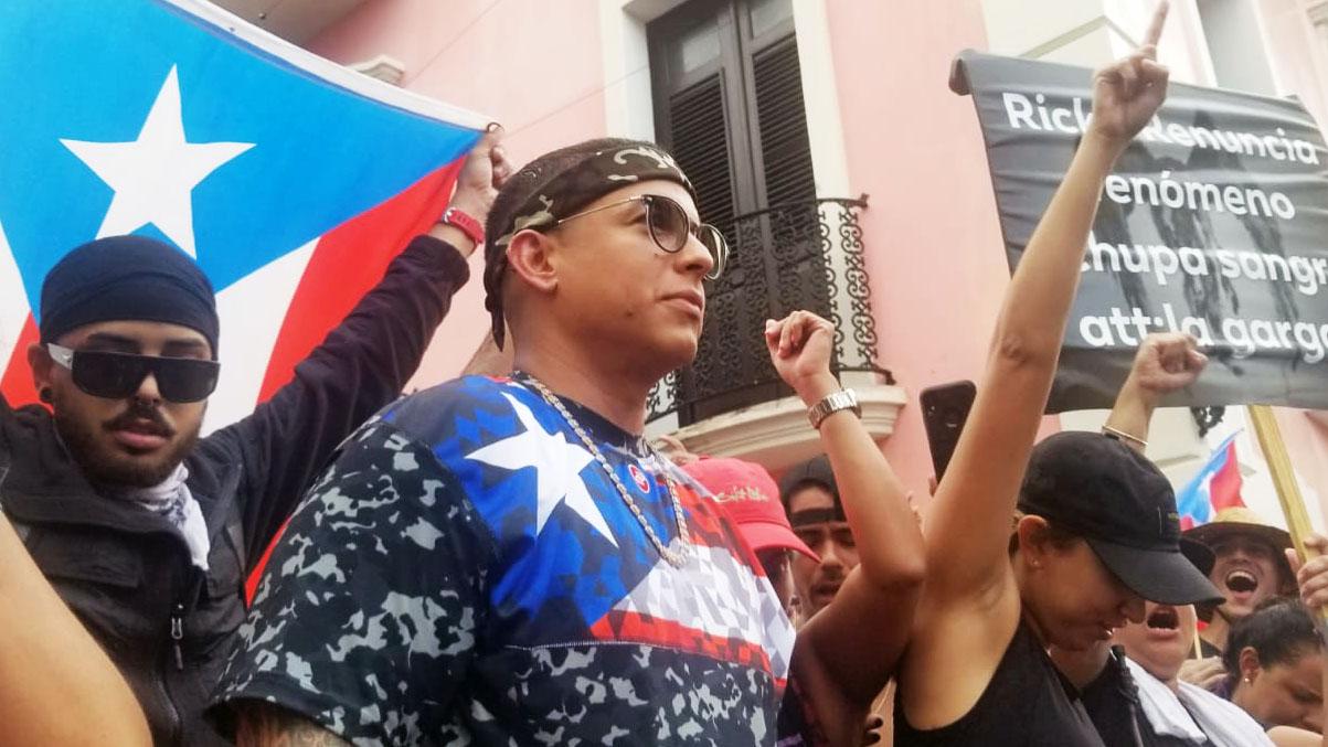 Daddy Yankee sorprende a los boricuas frente a La Fortaleza