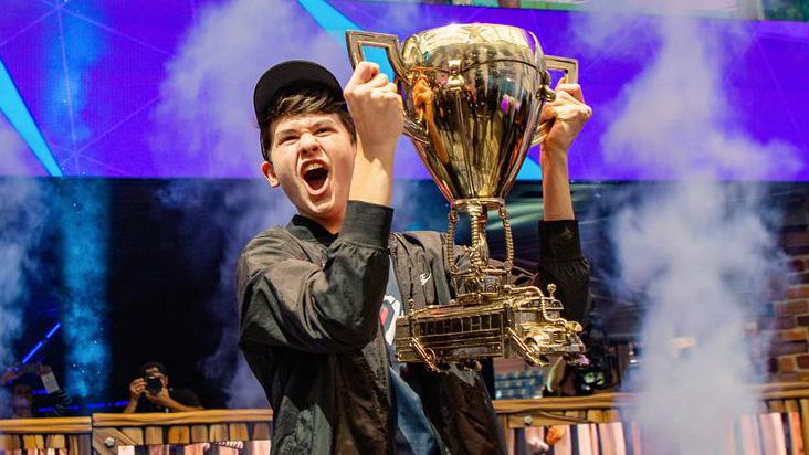 Este joven acaba de convertirse en un millonario al ganar el torneo de Fortnite