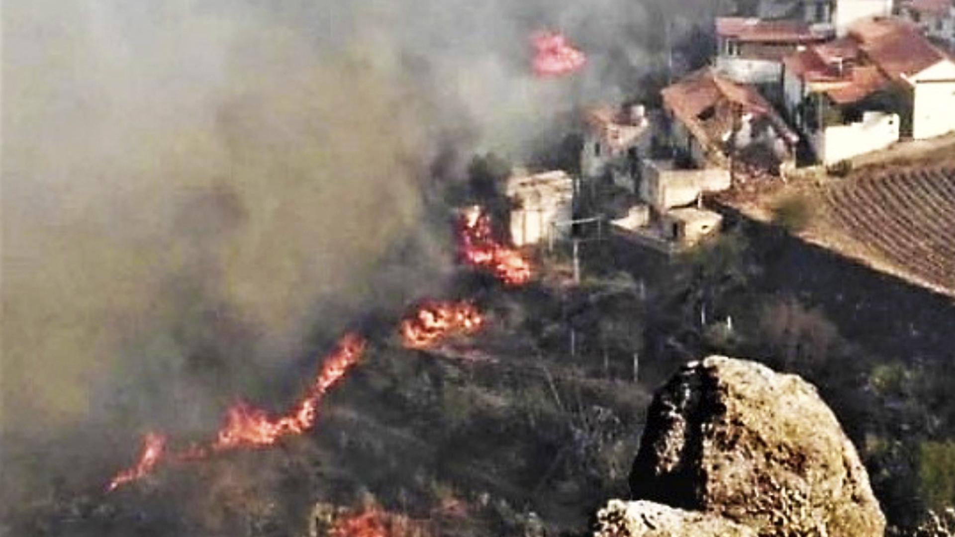 Gran Canaria, una isla turística, está bajo fuego