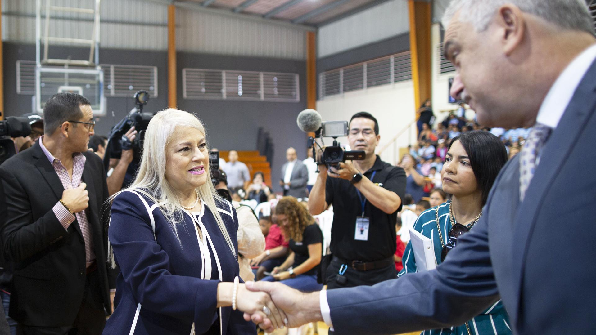 ¿Cómo fue el encuentro de Wanda Vázquez y Rivera Schatz? Mira el momento